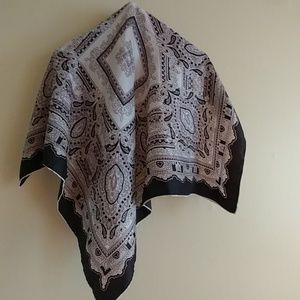 Accessories - Classic scarf in taupe black and cream